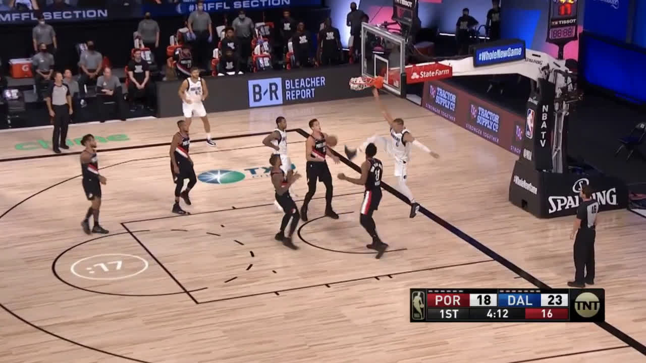 [Highlight] KP drops the one-handed hammer off the lob from Burke