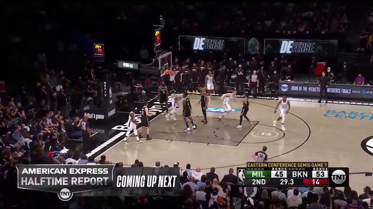 [Highlight] Giannis throws down the one-handed alley oop slam