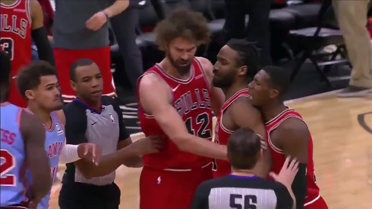 Trae Young And Kris Dunn Get In Trash Talking Battle In Chicago, Young Gets Ejected