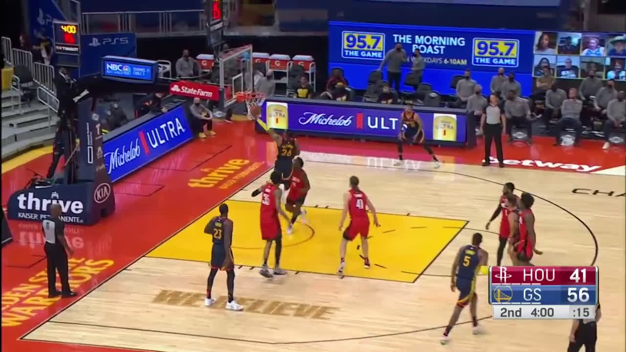 [Highlight] Steph uses his bruised ass to screen for Bazemore and get him the open layup