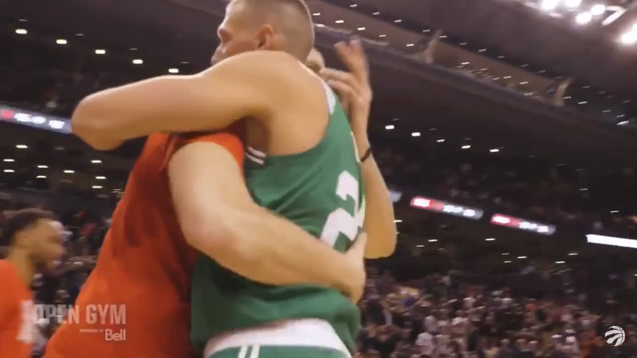 Kyle Lowry makes fun of Al Horford's flinch