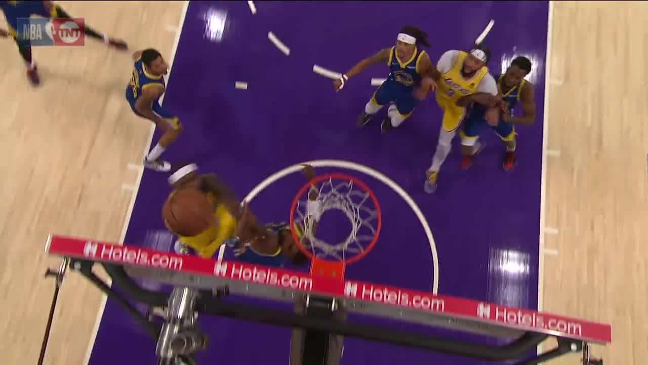 [Highlight] LeBron James Gets 3 Straight Buckets For Lake Show