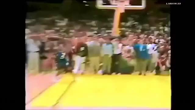 Michael Jordan's phenomenal palming ability