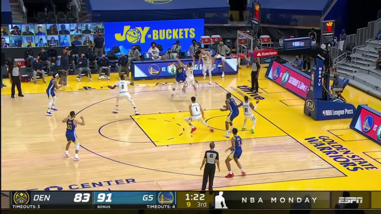 [Highlight] Warriors with some nice ball movement leading to Steph's 10th 3 of the game