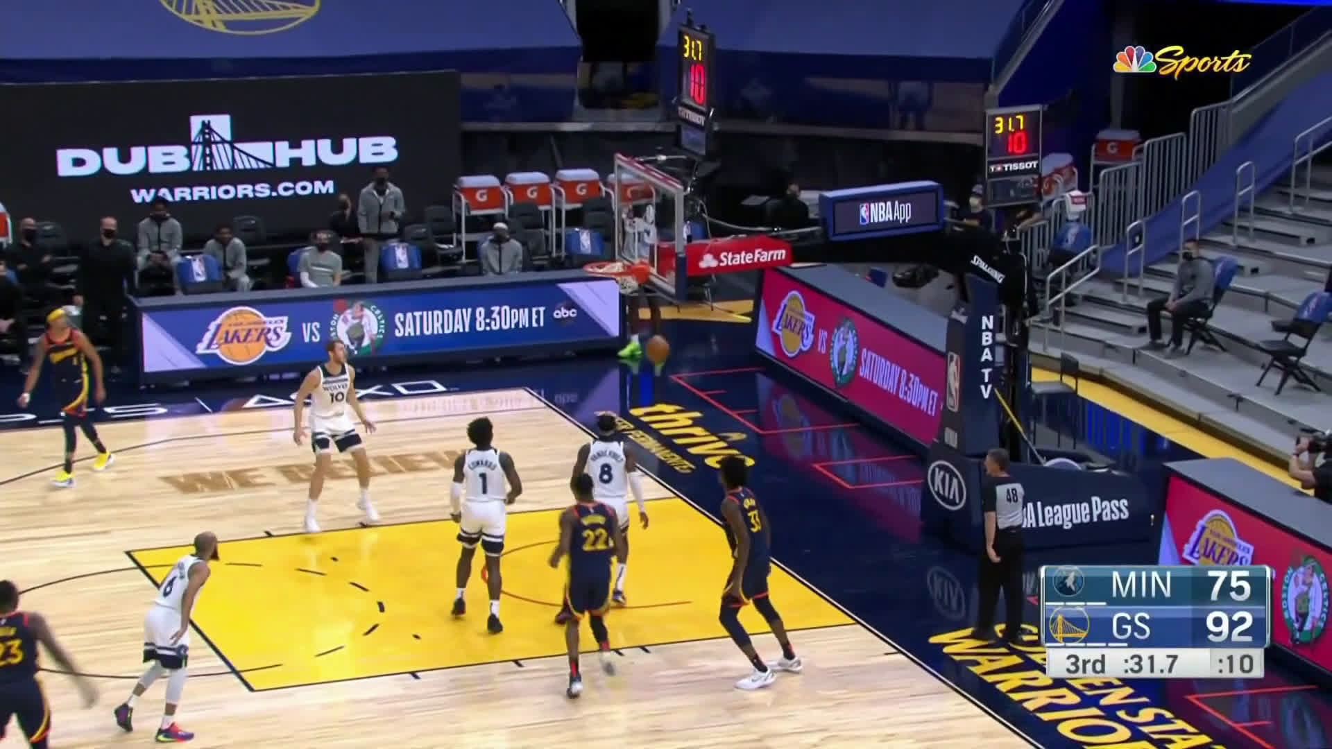 [Highlight] Curry hits the stepback after a flurry of dribbles