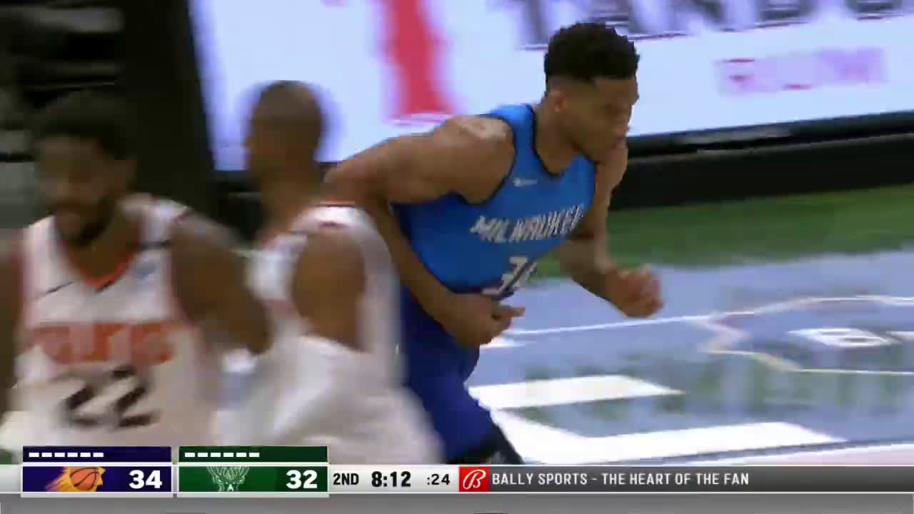 [Highlight] Giannis with the Russell Westbrook-esque dunk