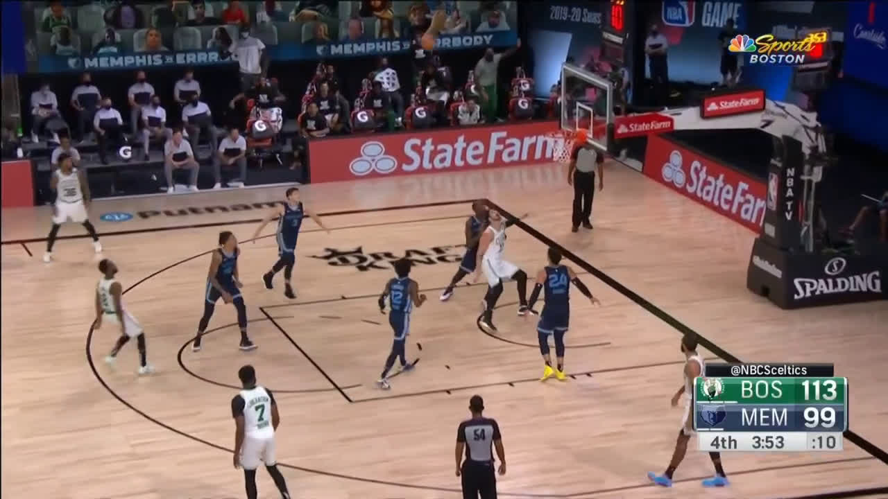 [Highlight] Kemba Walker creates huge space with his stepback and drains the jumper