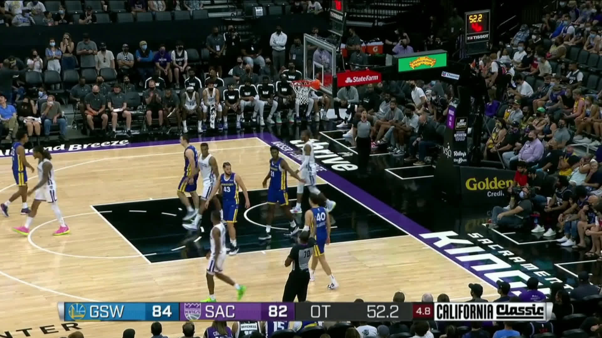 [Highlight] Summer League Kings guard Matt Coleman hits the side of the State Farm logo on a three point attempt in overtime
