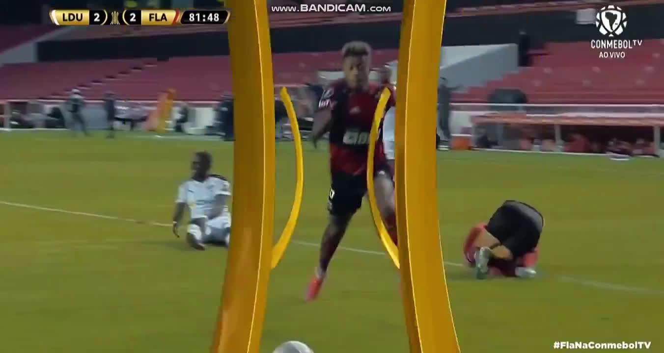 LDU 2 - [3] Flamengo - Gabriel Barbosa (P) 85'