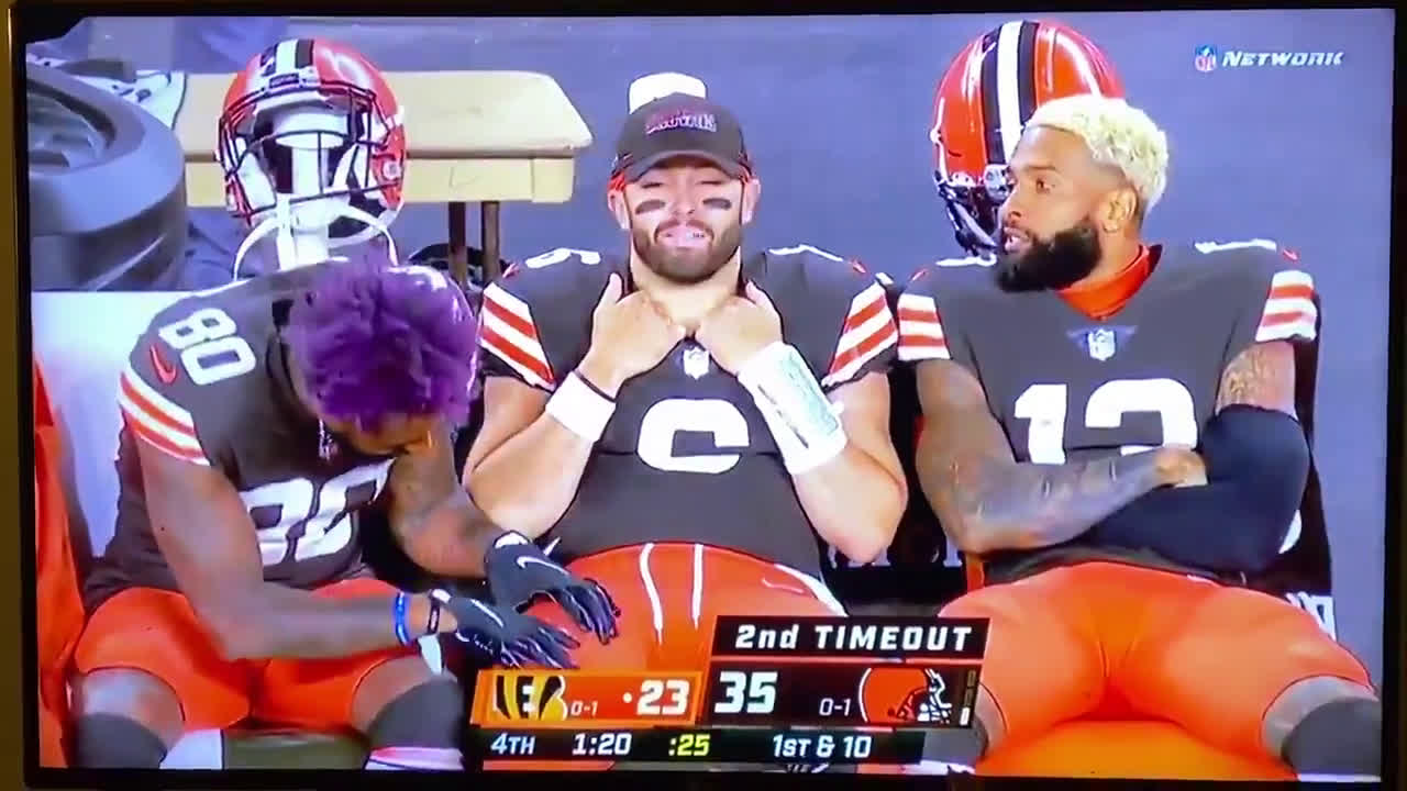 [Highlight] Jarvis Landry massages Baker Mayfield