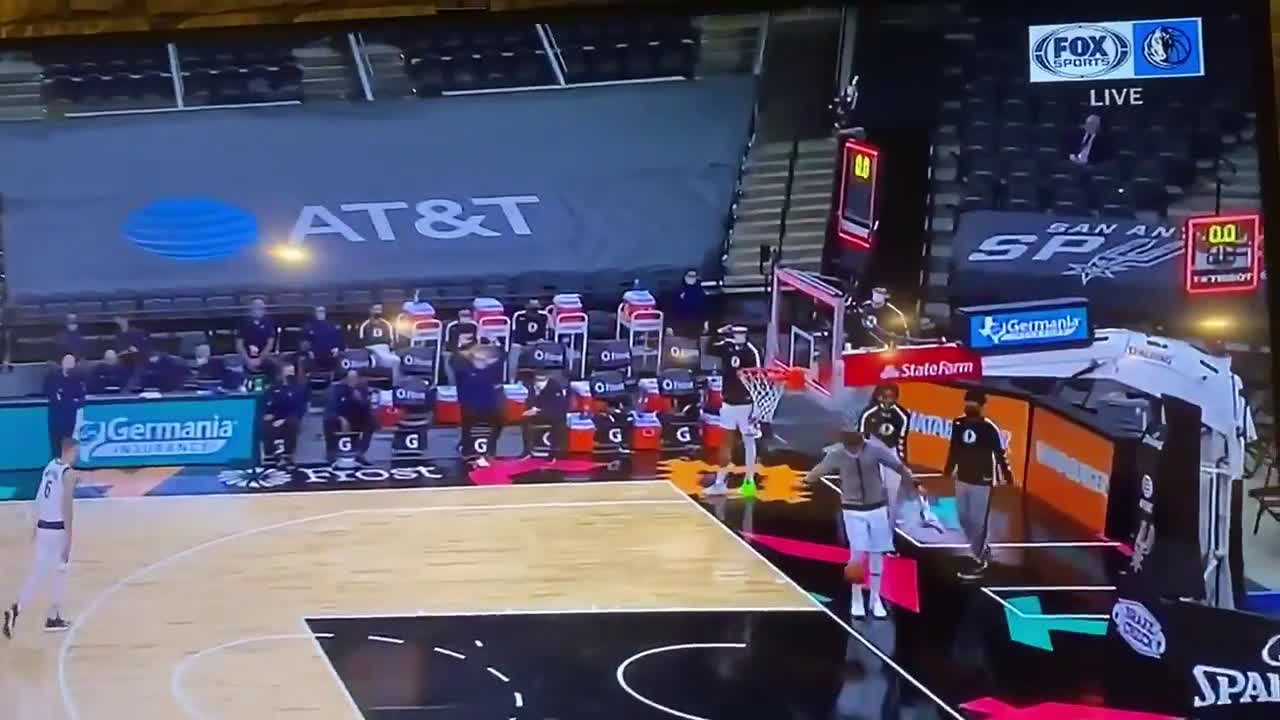[Highlight] Luka showcases his soccer skills