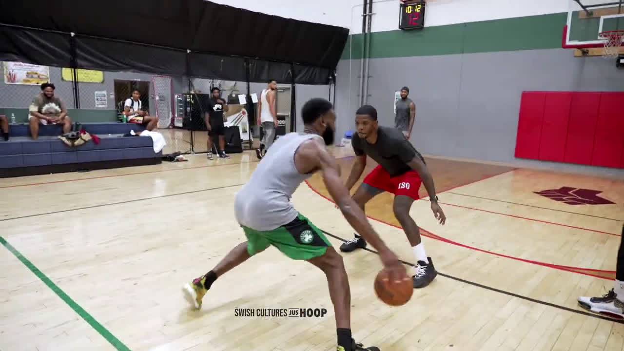 BROWN HOOPING WITH SIMMONS!