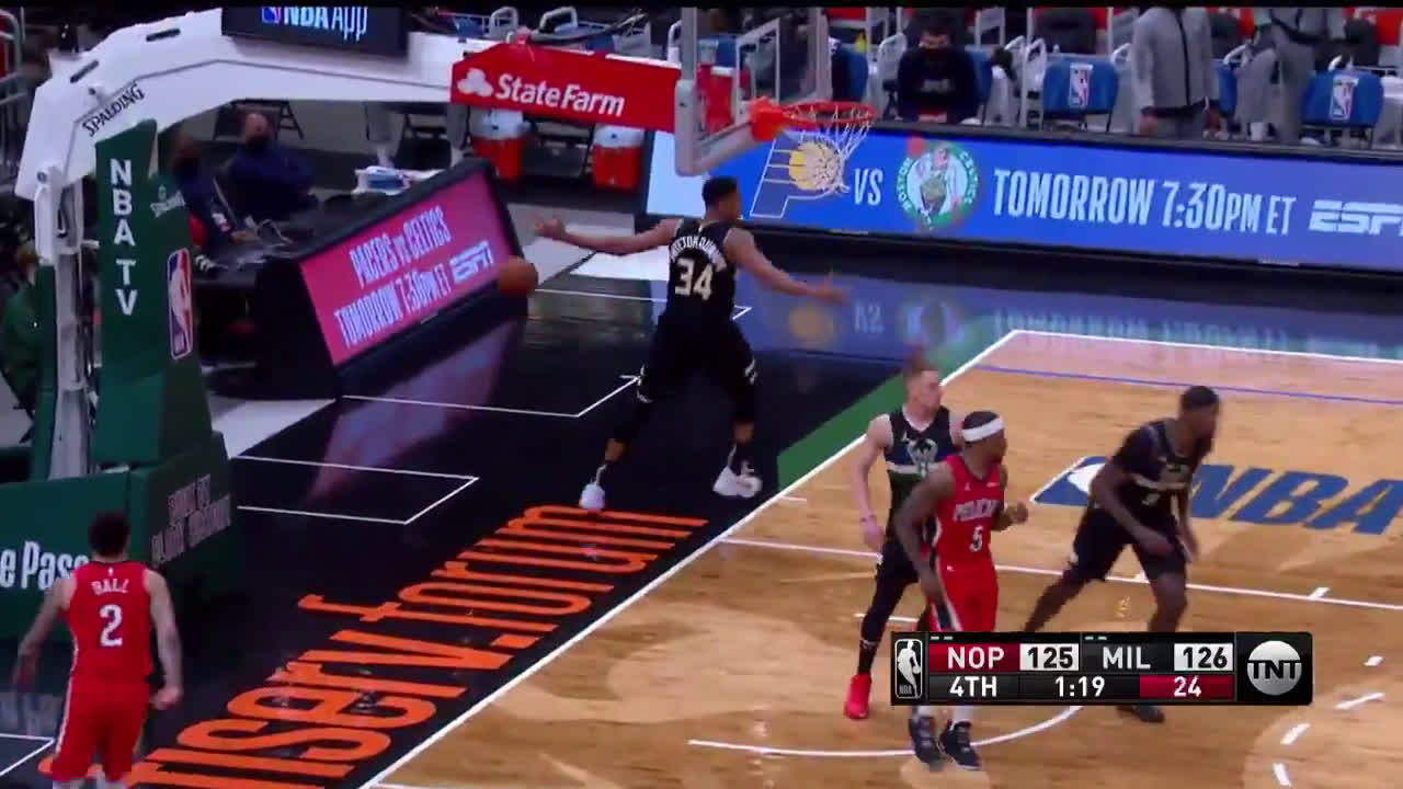 [Highlight] Giannis goes coast to coast for the clutch crunchtime slam