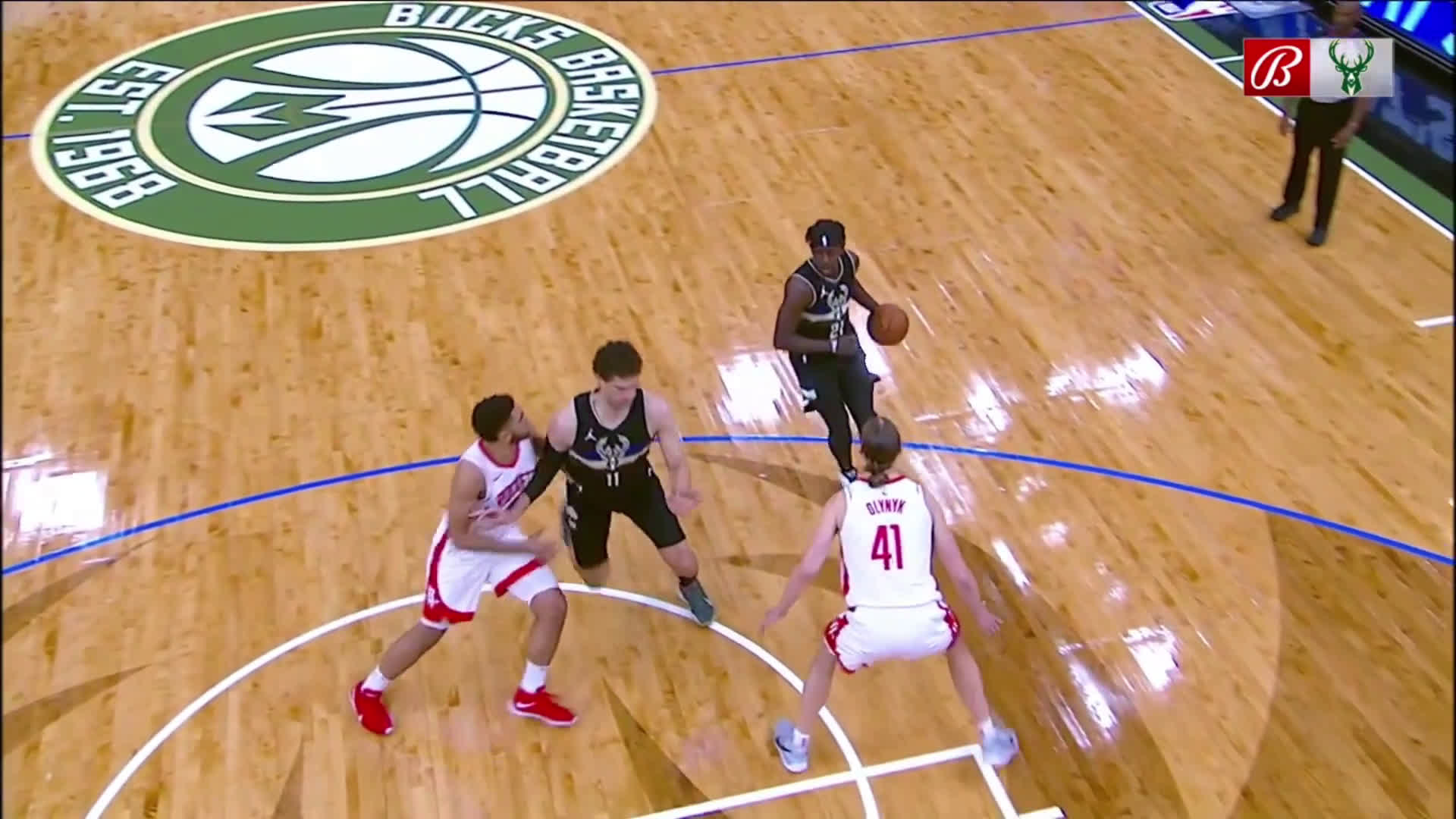 [Highlight] Brook Lopez opens up Bucks scoring with an alley oop from Giannis
