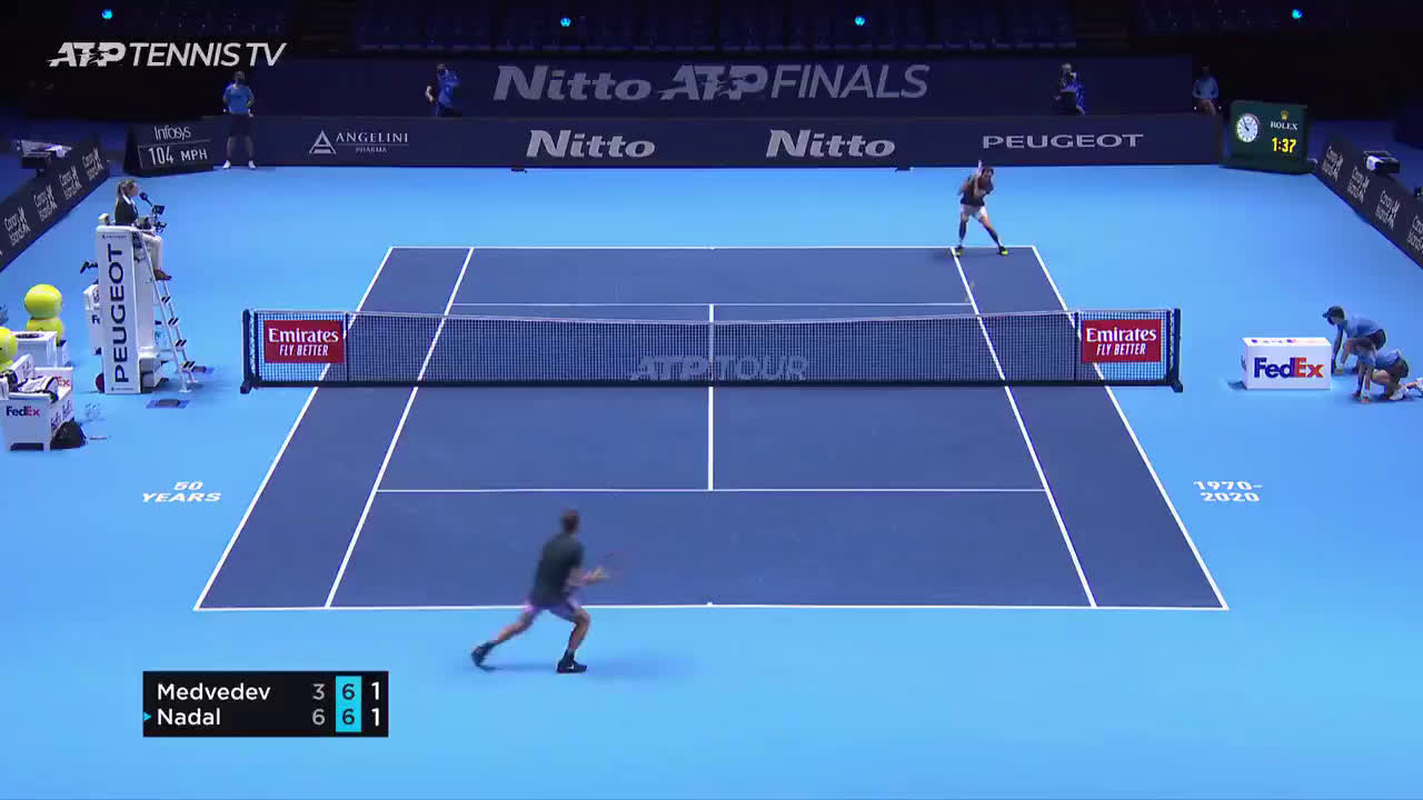Medvedev finishes breathtaking rally with a sharp angled inside out forehand