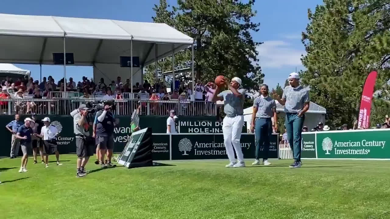 Steph, Seth and Dell Curry get into a shooting competition