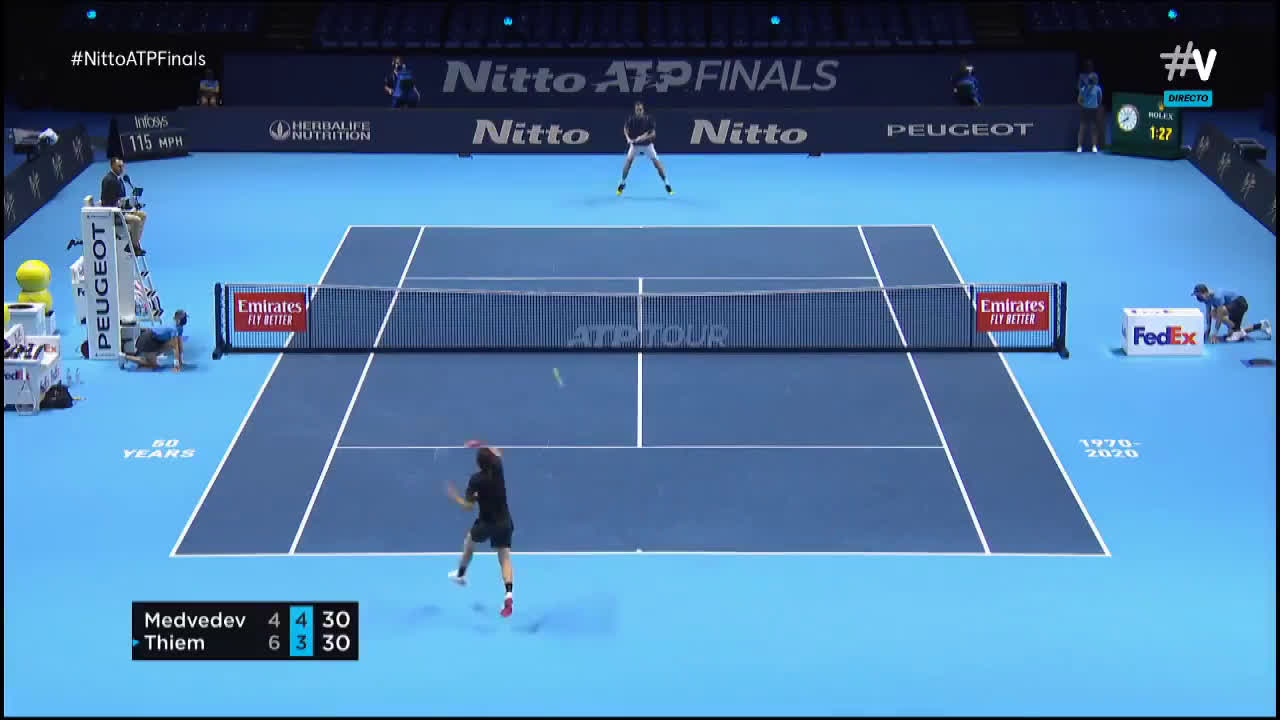 Medvedev takes the ball early to find the short angle FH winner